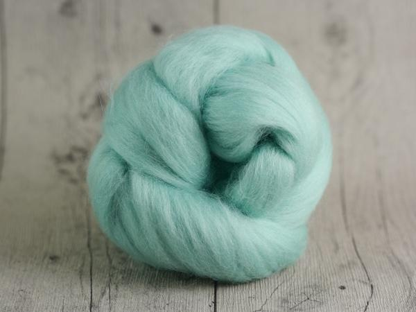 CHUNKY wool lagoon green 100 % virgin wool from the merino sheep